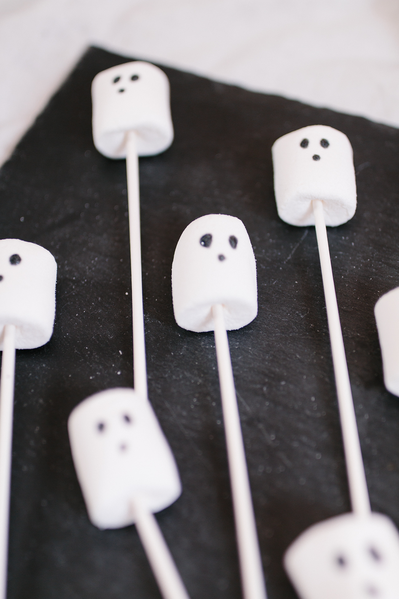 diy halloween s igkeiten selber machen marshmellow. Black Bedroom Furniture Sets. Home Design Ideas